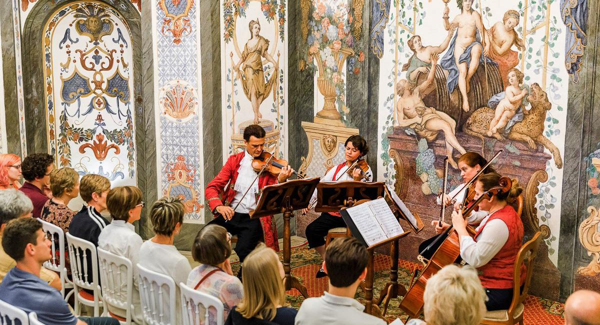 Mozart Ensemble seitlich